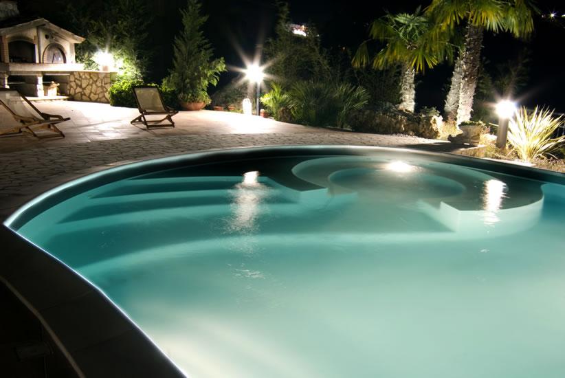 Illuminazione piscina led cwt piscine - Illuminazione piscina ...