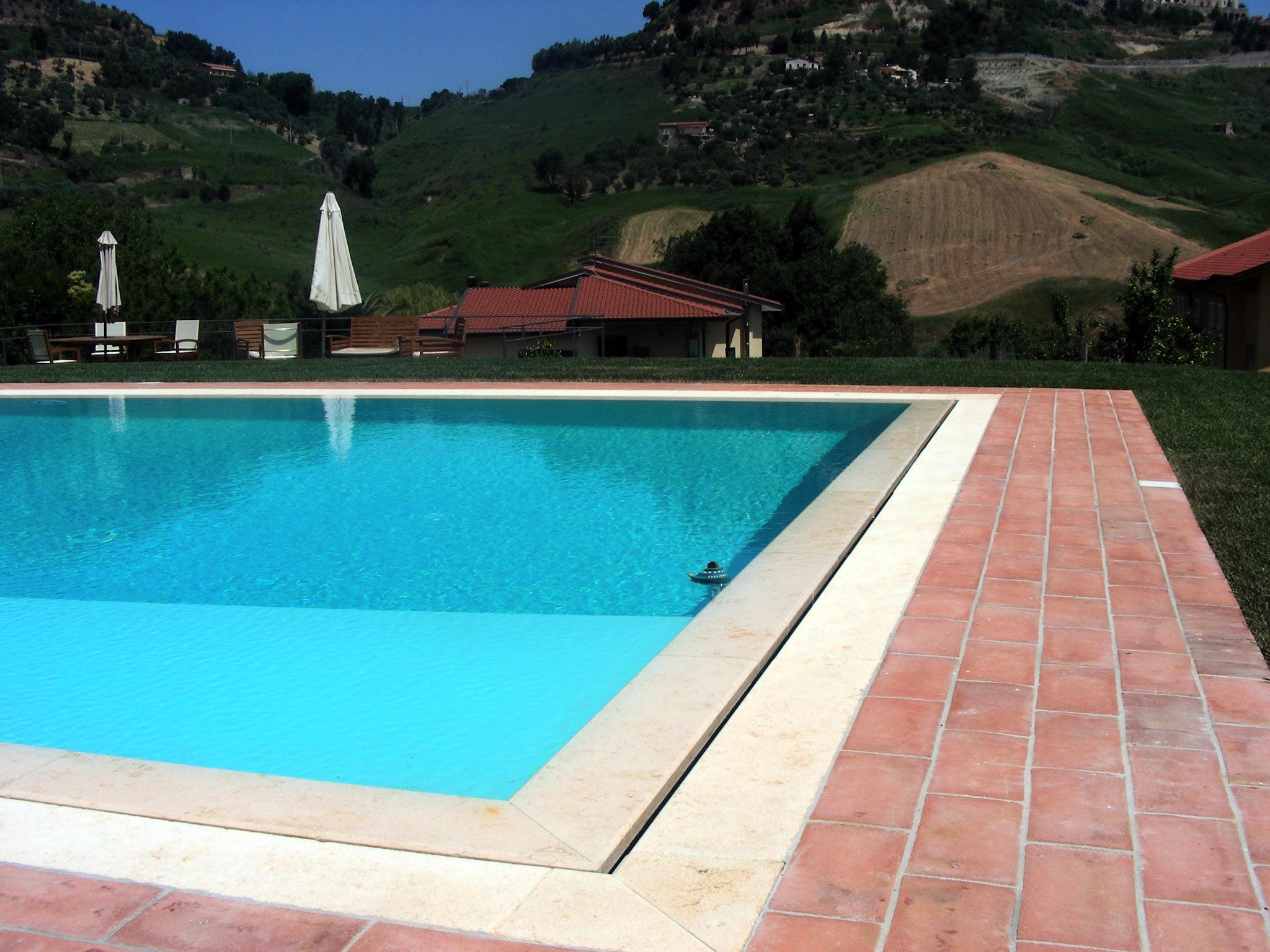 Tipologie di piscina cwt piscine - Bordo piscina prezzi ...