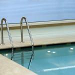 piscina con sfioro nascosto